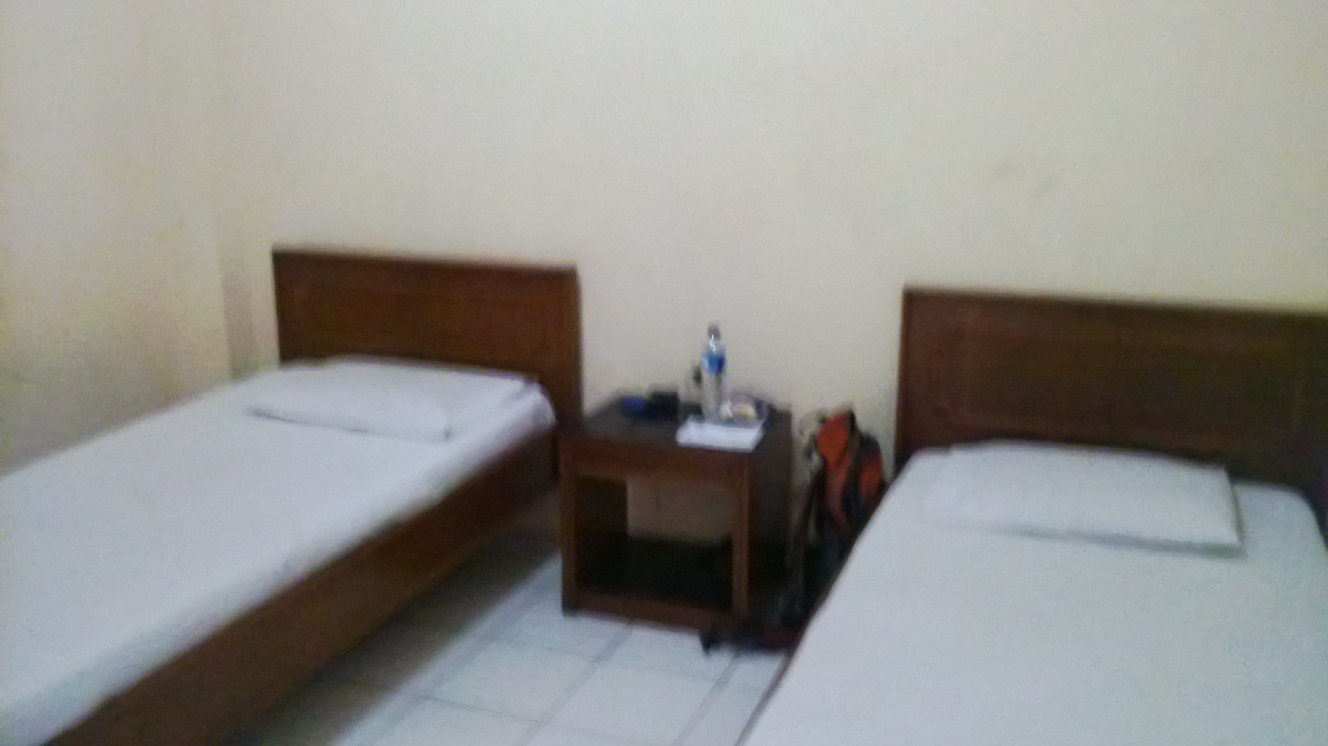 Suasana Dalam Kamar Hotel Simple Dan Bersih